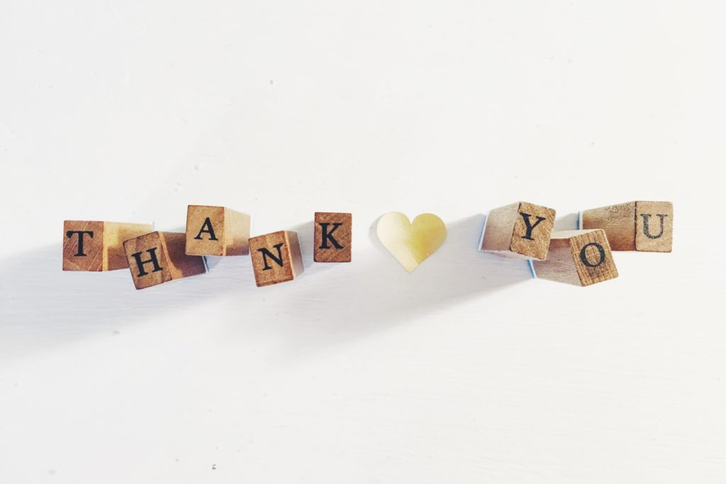 thank you écrit avec des lettres en bois